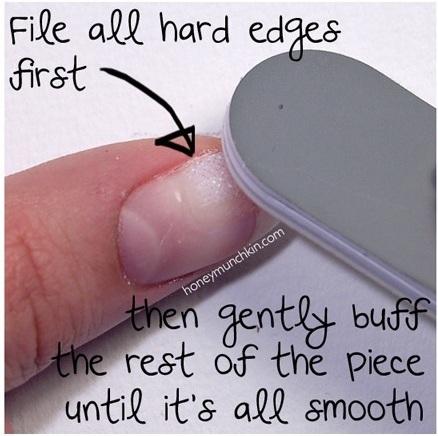 Lixe todas as partes pontiagudas primeiro, depois, gentilmente desbaste o resto até que esteja tudo suave