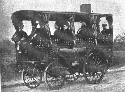 """Um exemplo de """"ônibus"""" o.O movido à vapor"""