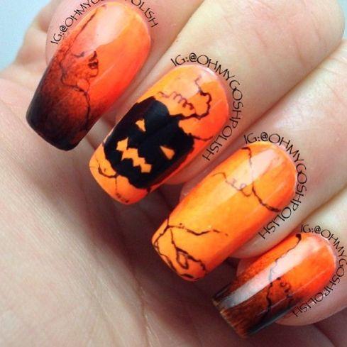 Lindas estas não? Dá até vontade de usar esmalte laranja! rs (Link)